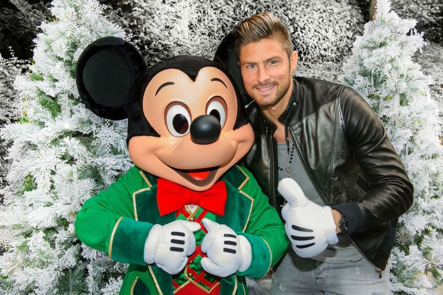 Olivier Giroud et Mickey.
