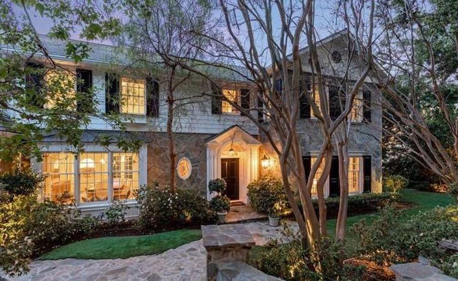 Ashton Kutcher et Mila Kunis vendent leur première maison située à Beverly Hills pour la modique somme de 13,995 millions de dollars