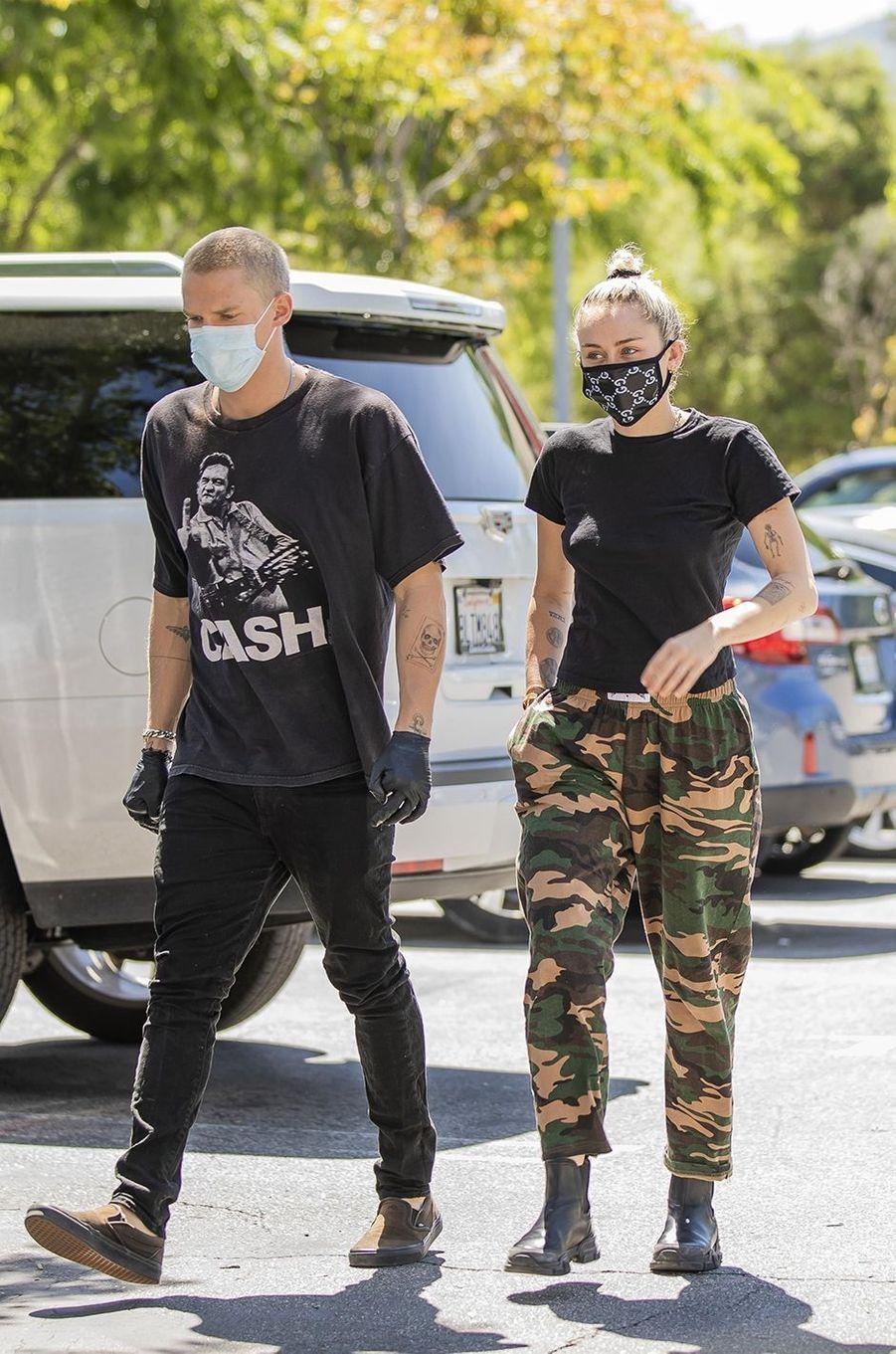 Miley Cyrus et Cody Simpson à Los Angeles le 23 avril 2020