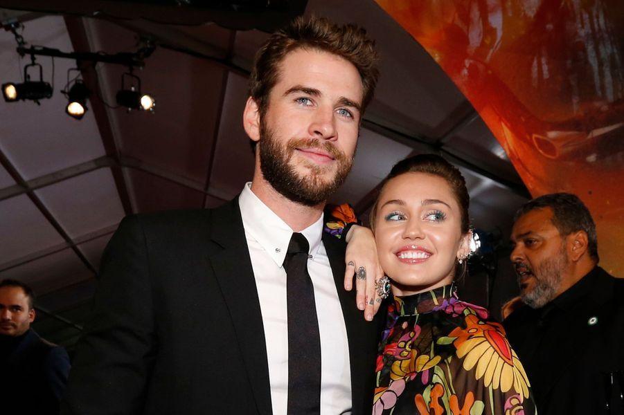 """Miley Cyrus et Liam Hemsworth pour l'avant-première de """"Thor : Ragnarok"""", à Los Angeles le 10 octobre 2017."""