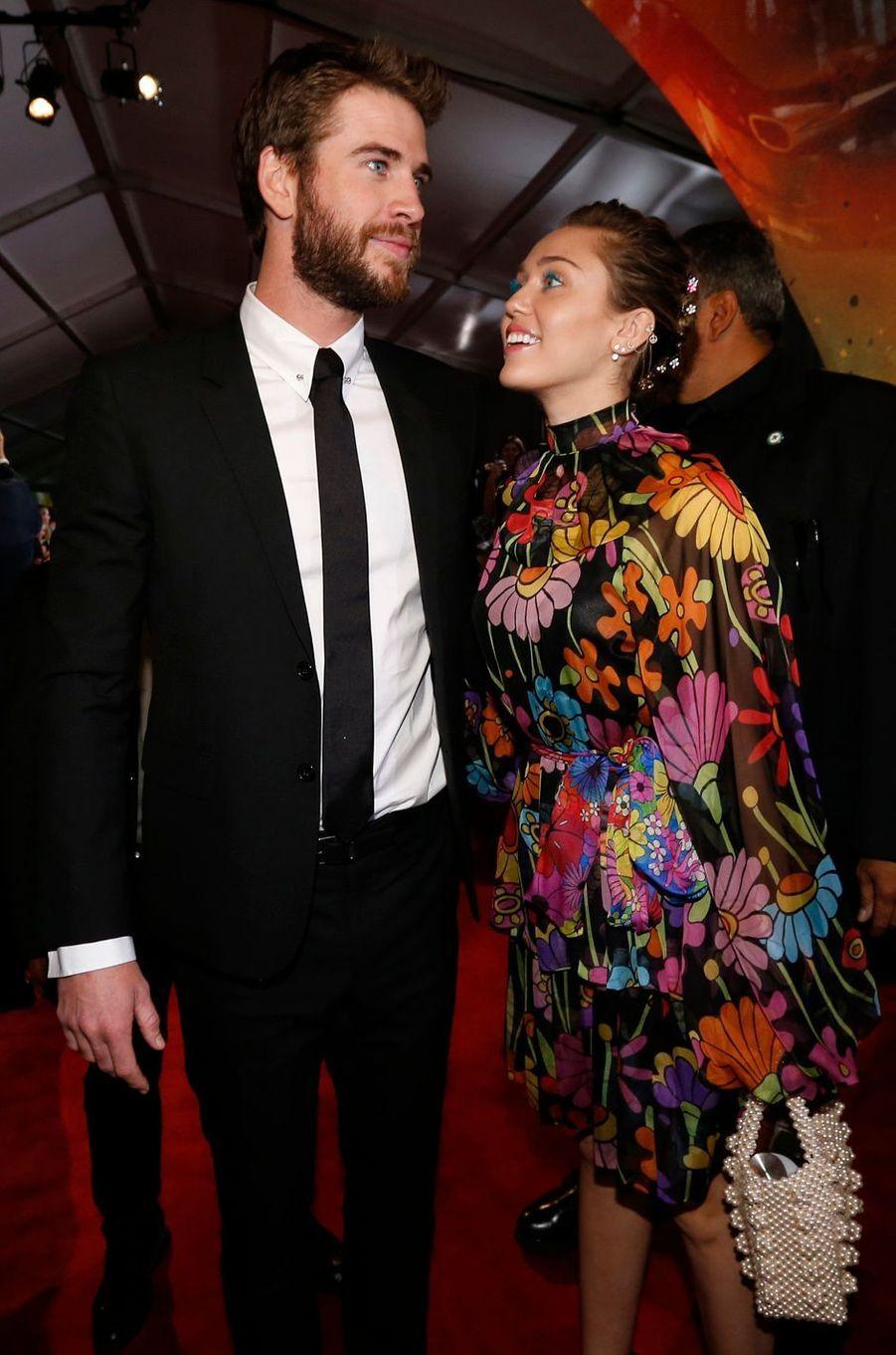 """Miley Cyrus et Liam Hemsworth à l'avant-première de """"Thor : Ragnarok"""", à Los Angeles le 10 octobre 2017."""