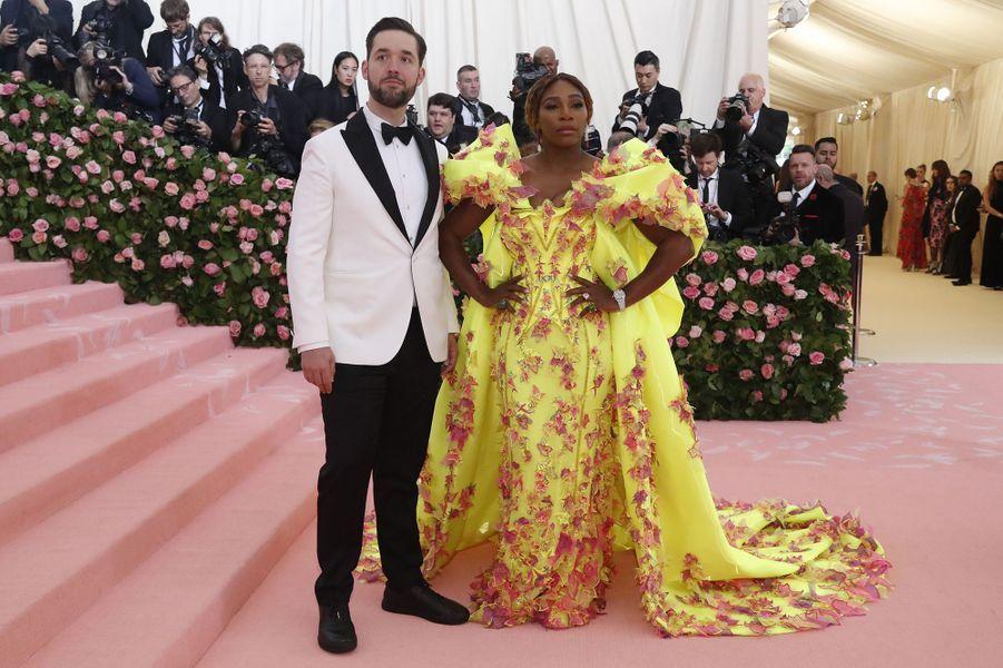 Alexis Ohanian et Serena Williams (bijouxde Grisogono) au MET Gala à New York le 6 mai 2019