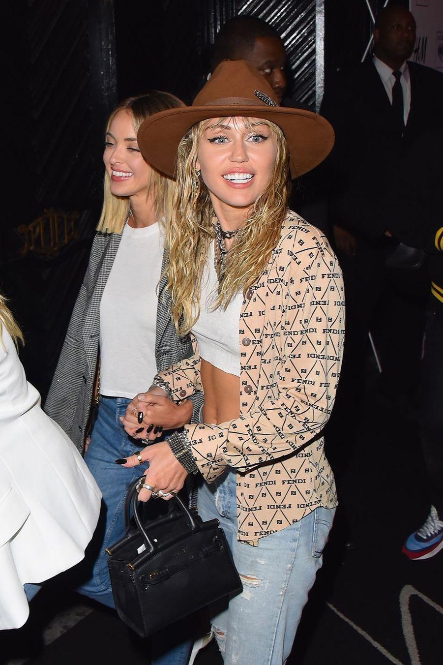 Miley Cyrus et Kaitlynn Carter à New York le 26 août 2019