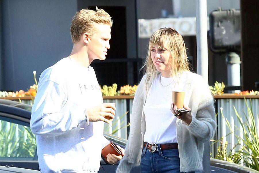 Miley Cyrus et Cody Simpsonà Los Angeles le 13 octobre 2019