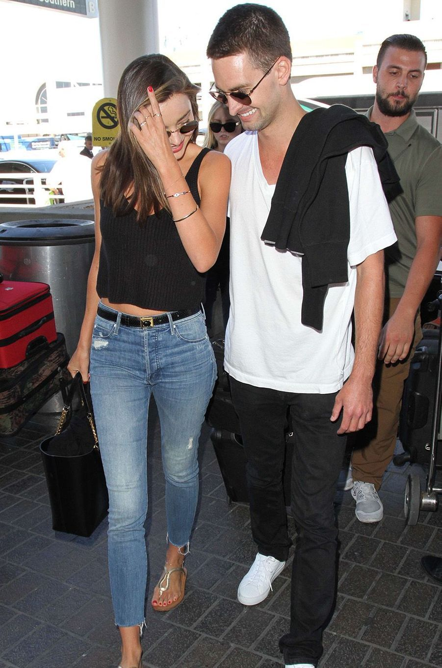 Miranda Kerr et Evan Spiegel à l'aéroport de Los Angeles, septembre 2015.