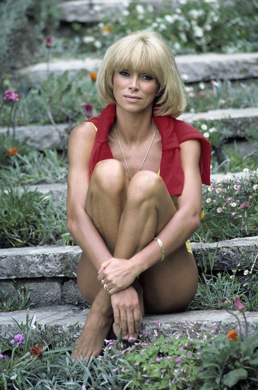 Mireille Darc pose pour Paris Match en mai 1982.
