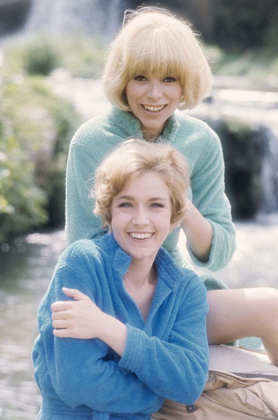 Mireille Darc avec Marie Dubois en Italie en 1968.
