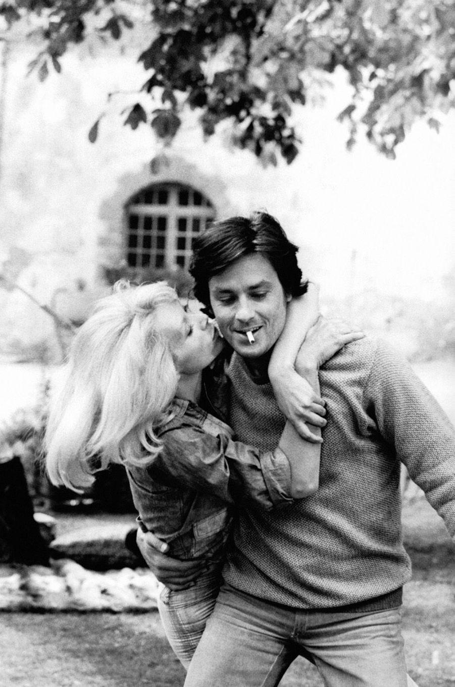 Mireille Darc et Alain Delon en 1970