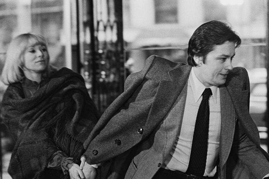 Mireille Darc et Alain Delon en 1977