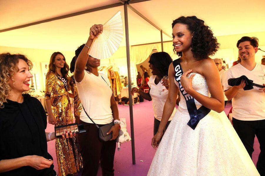 Dans les coulisses de la cérémonie Miss France 2017 avec Alicia Aylies, le 17 décembre 2016.