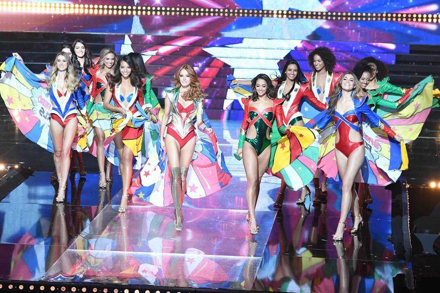 Douze demi-finalistes, douze super-héroïnes sexy