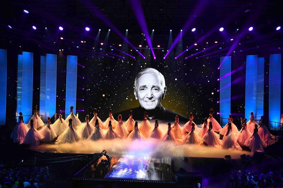 Les candidates rendent hommage à Charles Aznavour