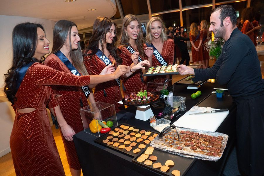 Les candidates Miss France réunies au restaurant Le dôme, à Paris, dimanche 18 novembre