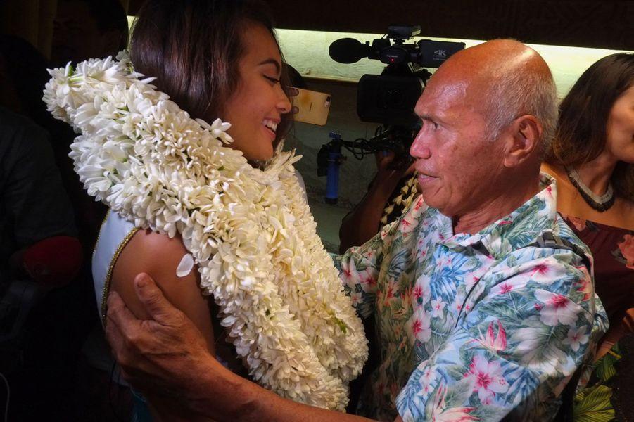 Vaimalama Chaves et son grand-père à Tahiti jeudi 20 décembre 2018