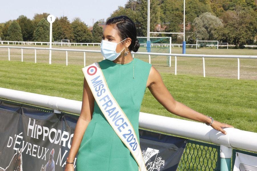 Clémence Botino (Miss France 2020) à l'hippodrome d'Évreux le 13 septembre 2020