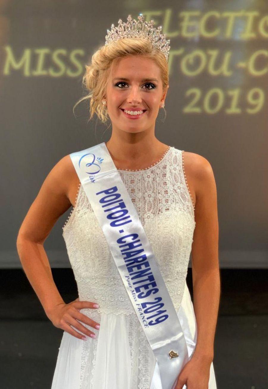 Andréa Galland, Miss Poitou-Charentes, 19 ans, 1m72, en préparation au concours d'entrée en école militaire, élue le 6 octobre 2019 à La Rochelle