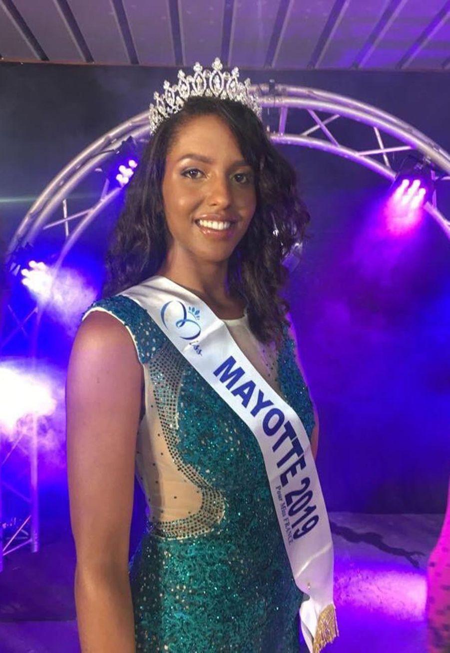 Eva Labourdère, Miss Mayotte, 19 ans, 1m75, étudiante en BTS métiers de l'esthétique, cosmétique et parfumerie, élue le 31 août 2019 à Mamoudzou