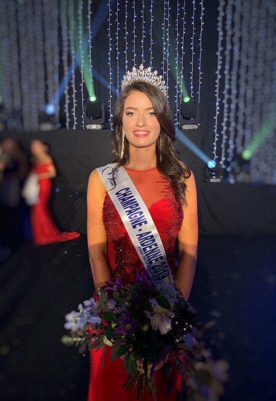Lucille Moine, Miss Champagne-Ardenne, 18 ans, 1m73, étudiante en école internationale d'événementiel et de tourisme, élue le 11 octobre 2019 à Troyes