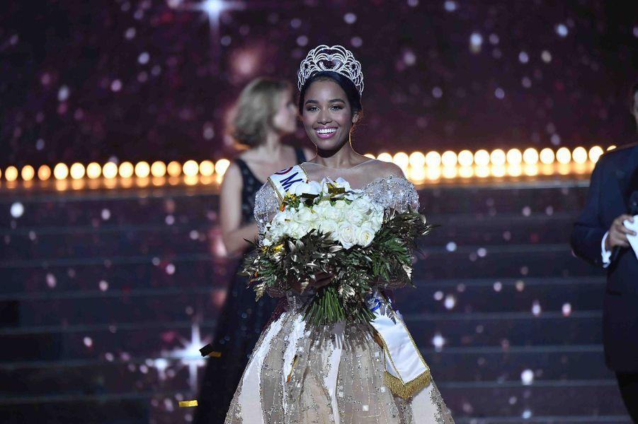 Clémence Botino est sacrée Miss France 2020 à Marseille le 15 décembre 2019