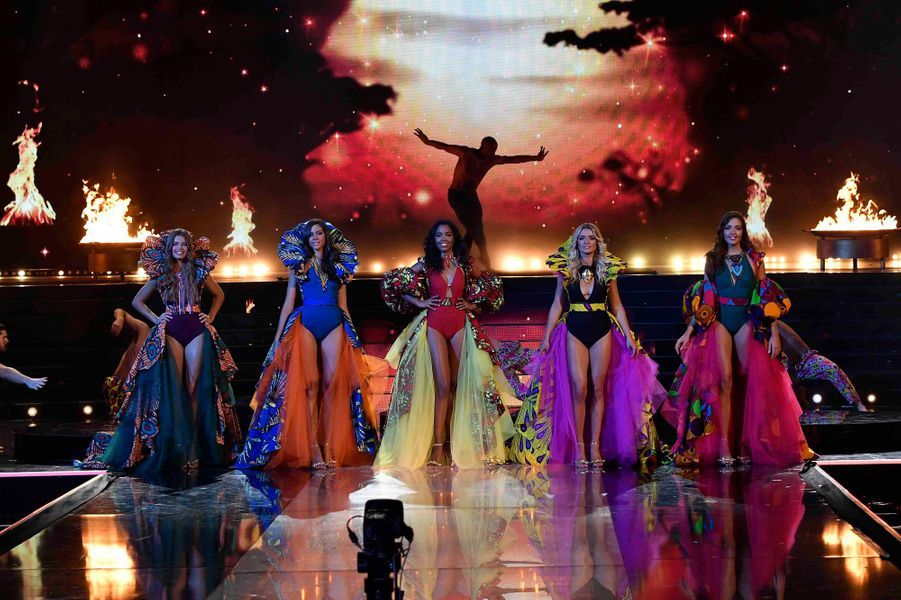 Les Miss lors du tableau consacré à l'Afrique.