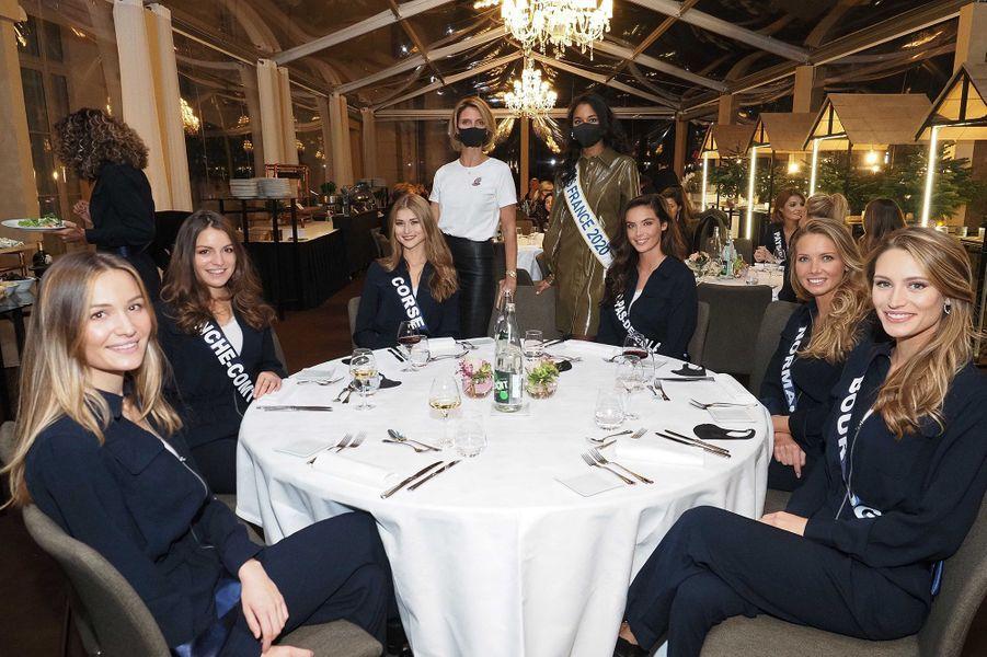 Les Miss dînent, entourées de Sylvie Tellier et de Clémence Botino, Miss France 2020