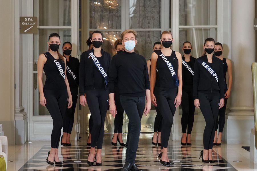 Les Miss lors du cours de défilé