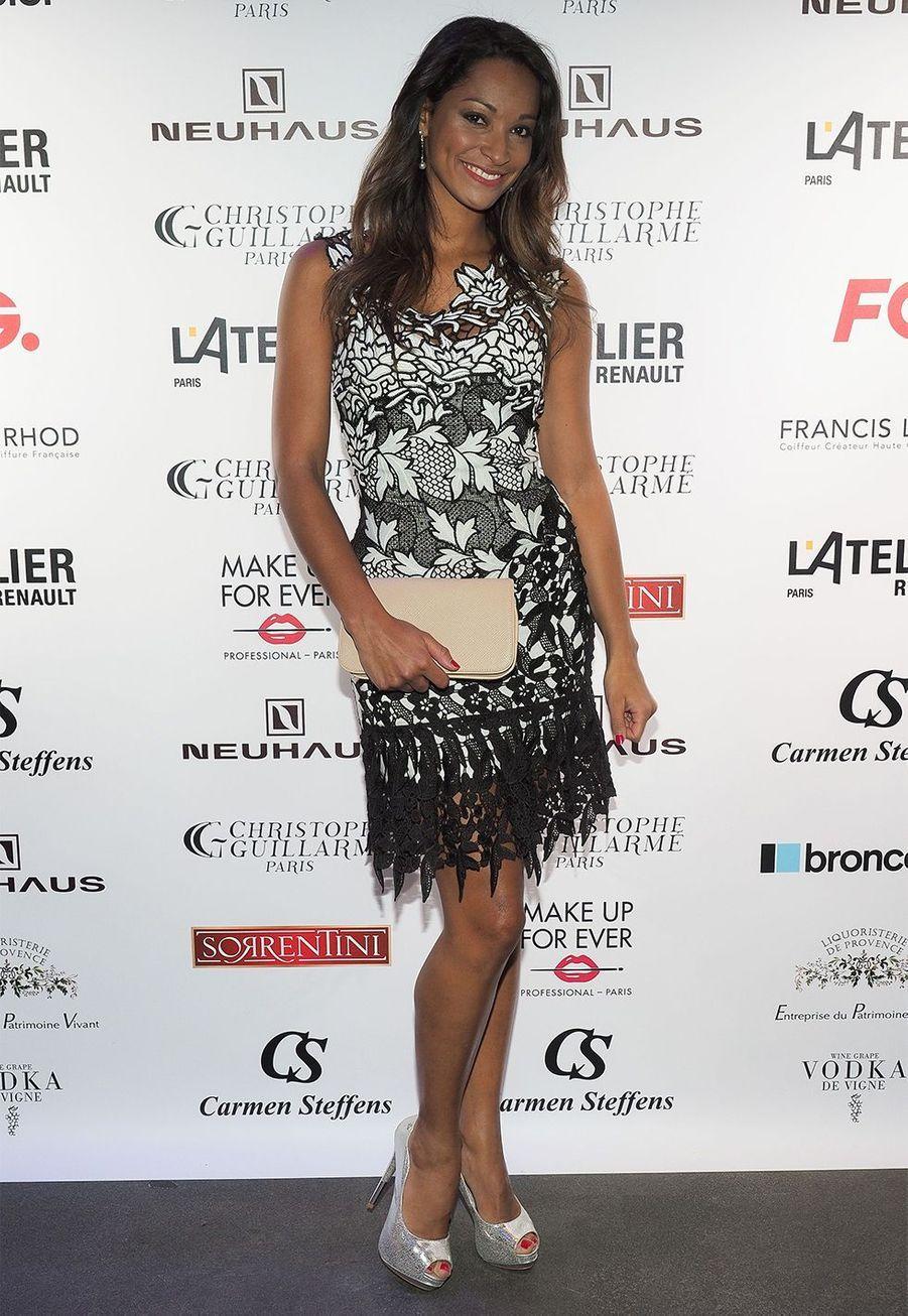 Miss France 2005 Cindy Fabre est l'heureuse maman d'un petit Elio né en 2012.