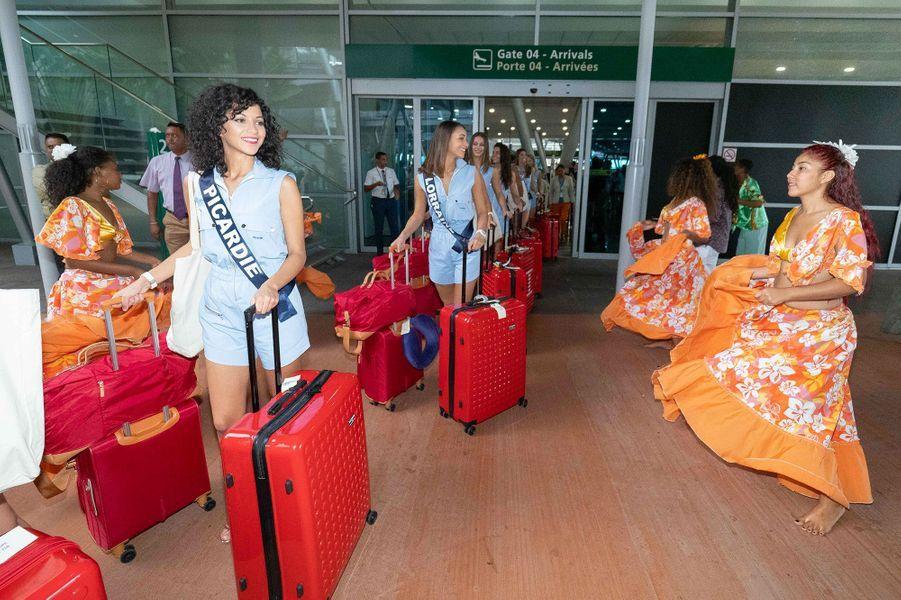 Les Miss à leur arrivée à l'aéroport de Port Louis, à l'île Maurice