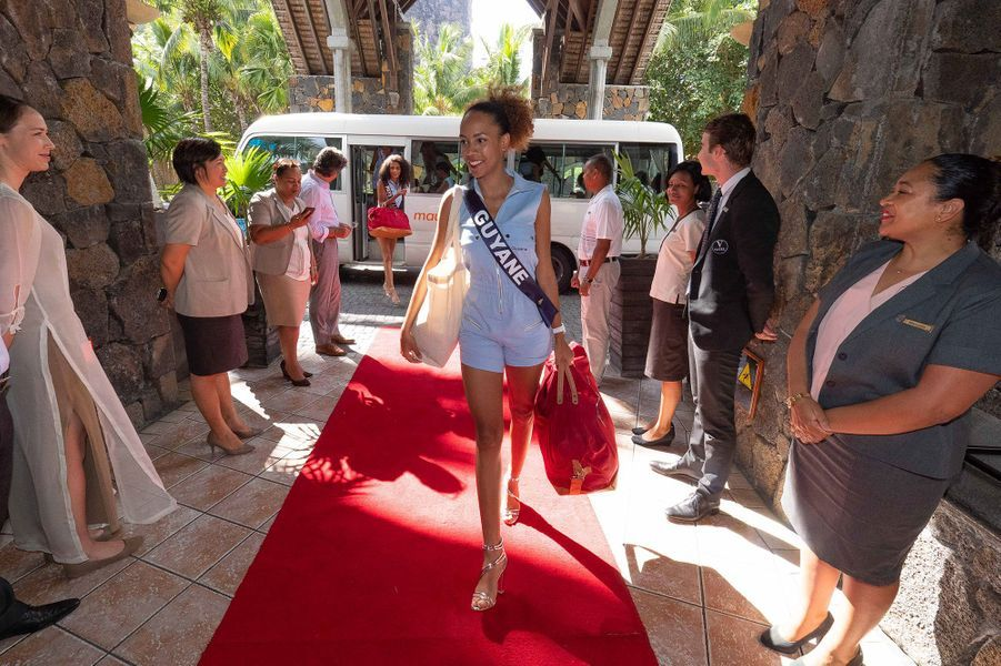 Miss Guyane, Laureline Decocq, à son arrivée à l'hôtel Dinarobin Beachcomber Golf Resort & Spa