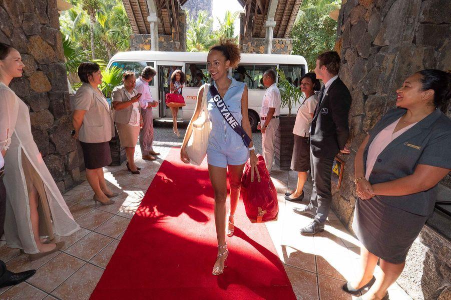 Miss Guyane, Laureline Decocq, à son arrivée à l'hôtelDinarobin Beachcomber Golf Resort & Spa