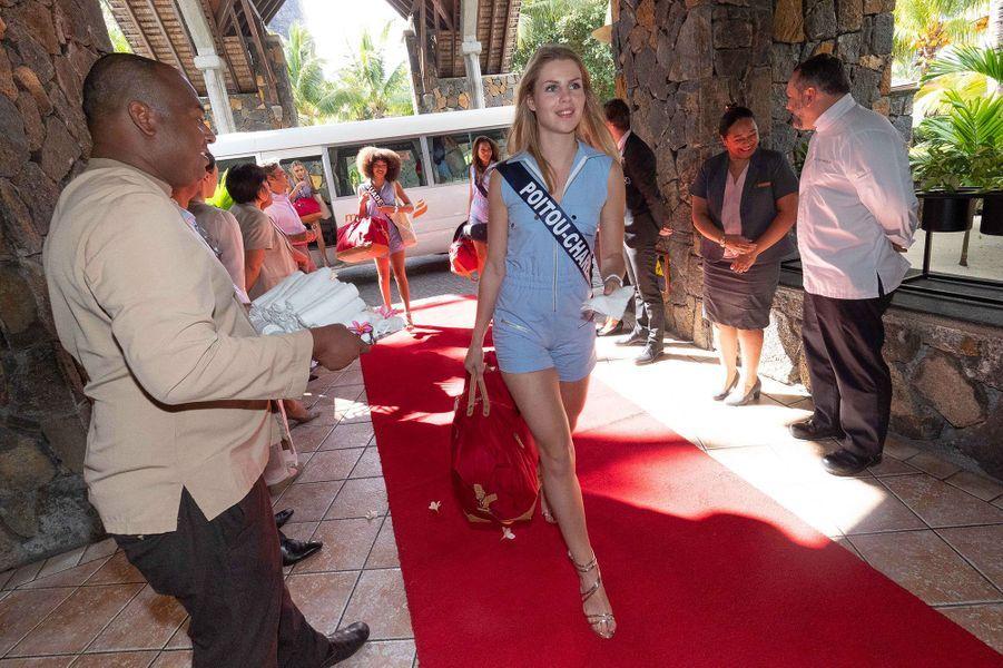Miss Poitou-Charentes, Marion Sokolik, à son arrivée à l'hôtelDinarobin Beachcomber Golf Resort & Spa