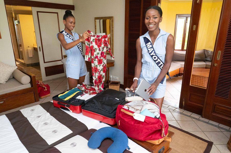 Miss Martinique, Olivia Luscap et Miss Mayotte, Ousna Attoumani dans leur chambre