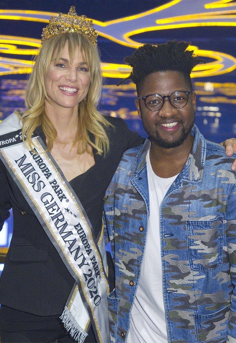 Miss Germany 2020 et le chanteur-compositeurKelvin Jones au concours de Miss Germany, le 15 février 2020.