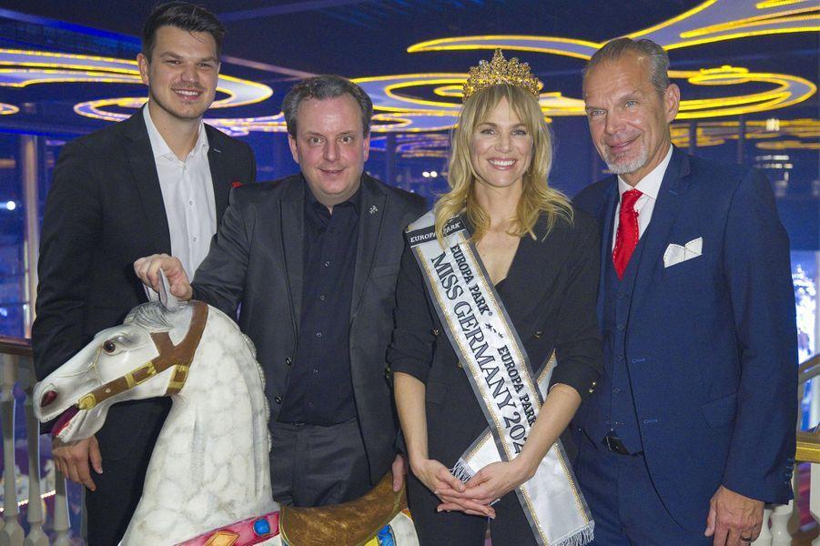 Miss Germany 2020 et les organisateurs du concours.