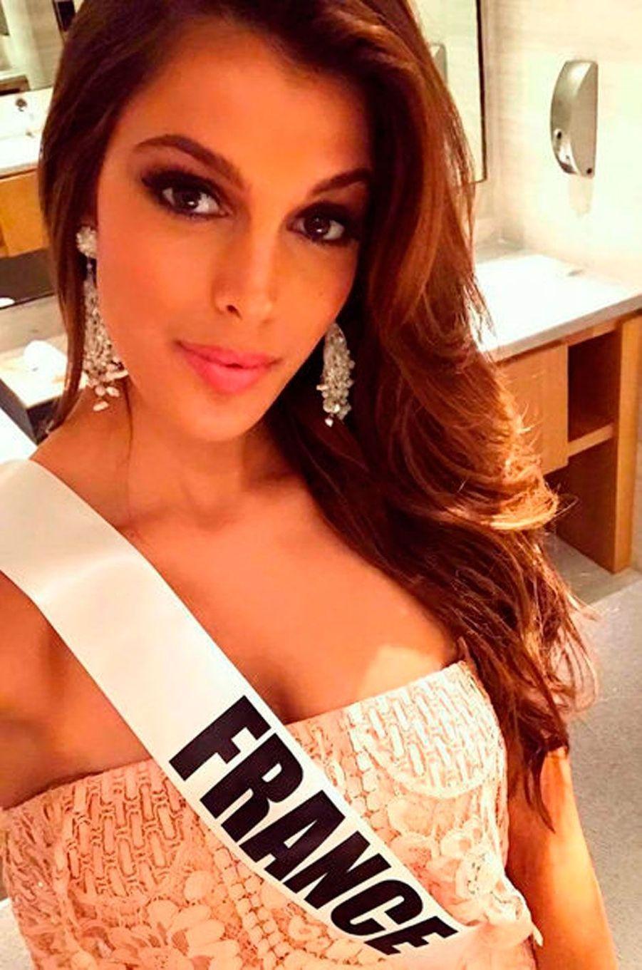 Iris Mittenaere à Manille lors des préparatifs pour Miss Univers