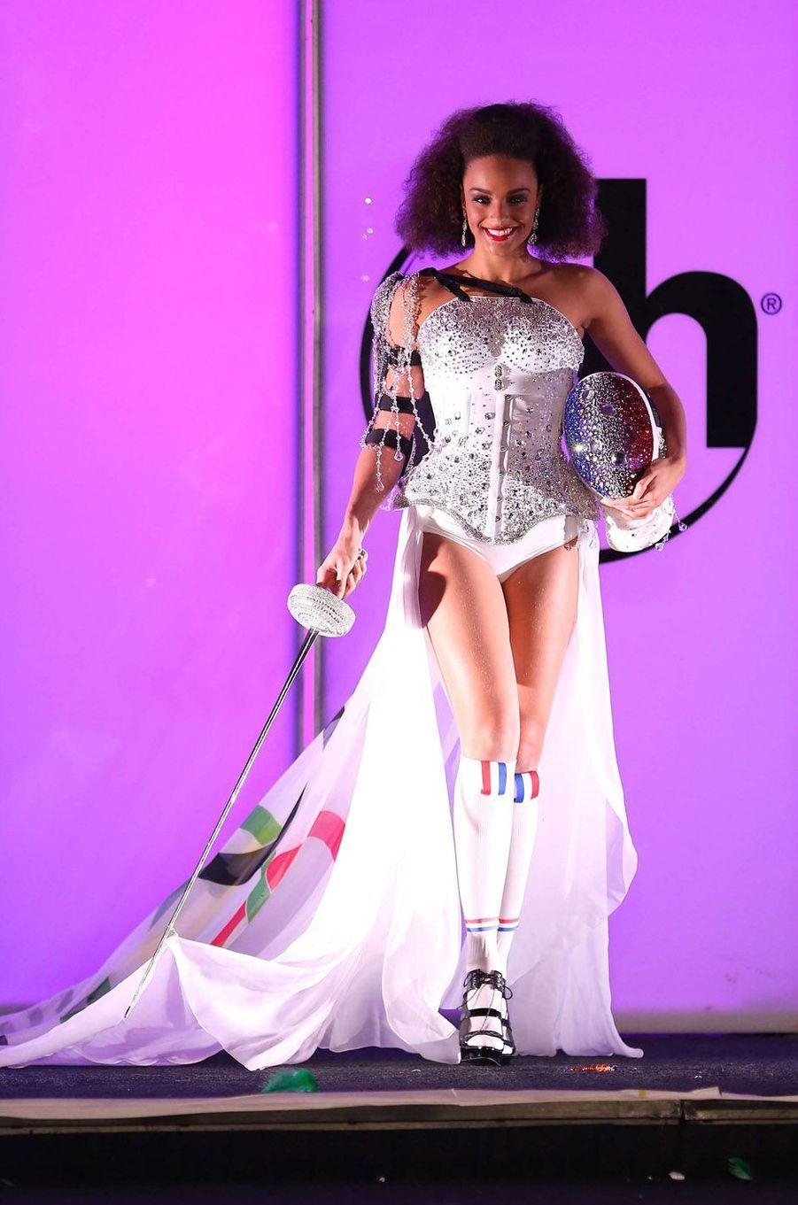Alicia Aylies en costume national au concours Miss Univers, le 18 novembre 2017 à Las Vegas.