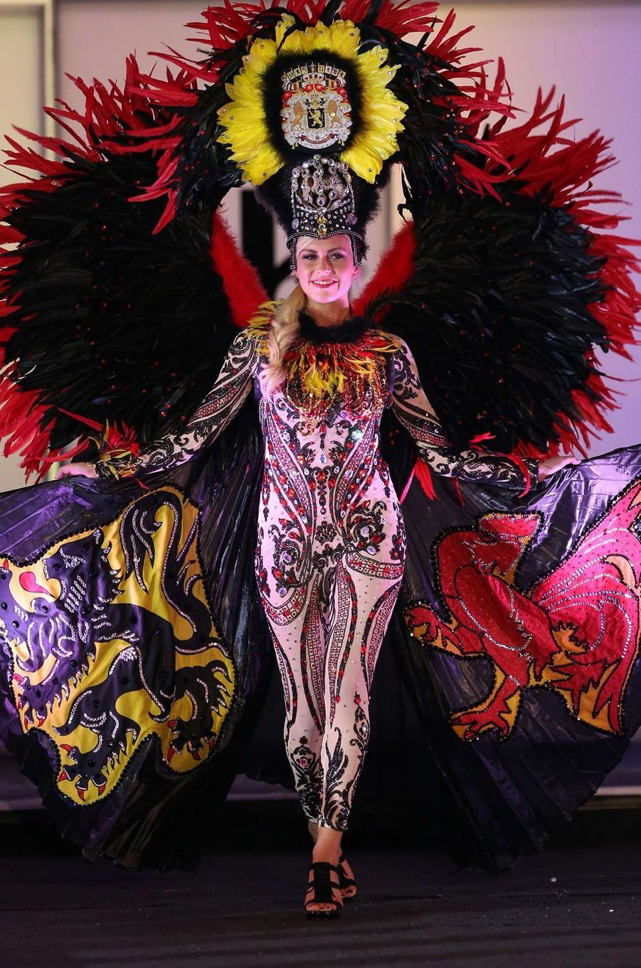 Liesbeth Claus, Miss Belgique,en costume national pour le concours Miss Univers, le 18 novembre 2017 à Las Vegas.