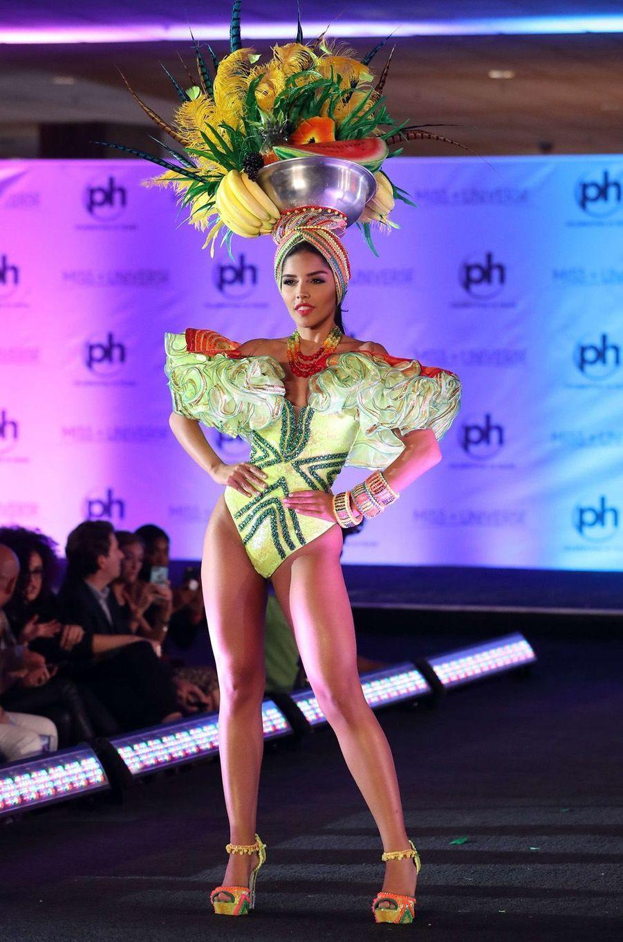 Laura Gonzalez, Miss Colombie,en costume national pour le concours Miss Univers, le 18 novembre 2017 à Las Vegas.