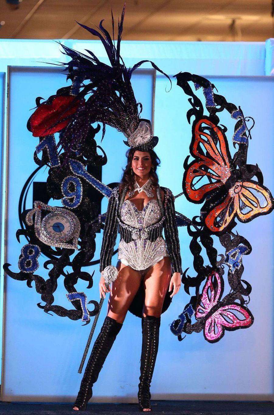 Sofia del Prado, Miss Espagne,en costume national pour le concours Miss Univers, le 18 novembre 2017 à Las Vegas.