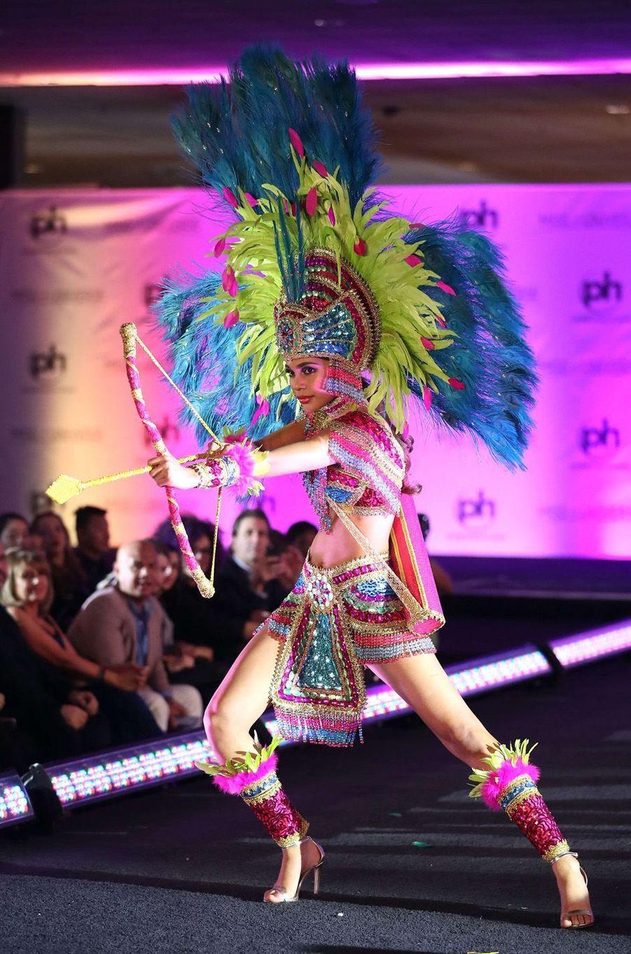 April Tobia, Miss Honduras,en costume national pour le concours Miss Univers, le 18 novembre 2017 à Las Vegas.