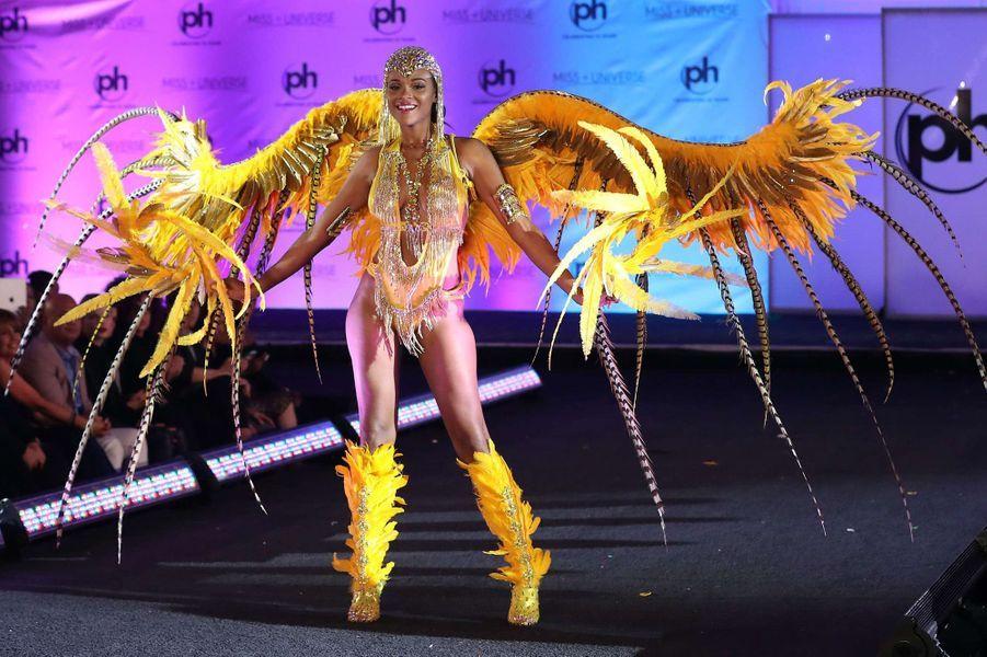 Esonica Veira, Miss Iles Vierges américaines en costume national pour le concours Miss Univers, le 18 novembre 2017 à Las Vegas.
