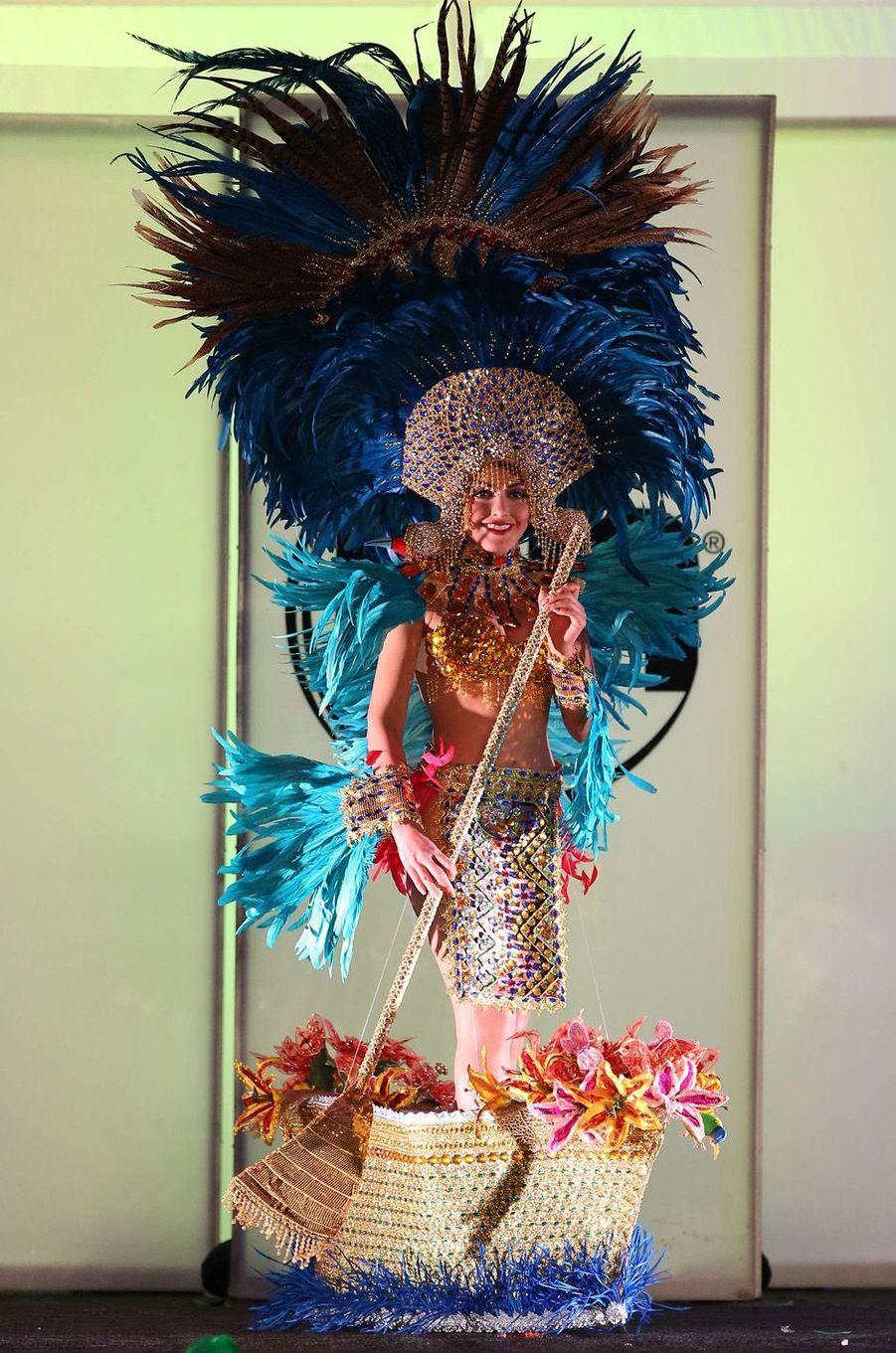 Alisson Abarca, Miss Salvador,en costume national pour le concours Miss Univers, le 18 novembre 2017 à Las Vegas.
