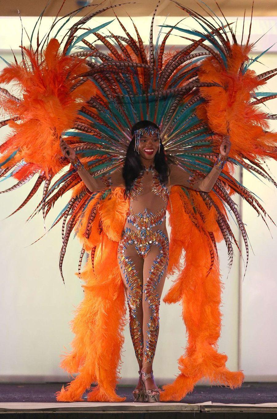 Yvonne Clarke, Miss Trinidad et Tobago,en costume national pour le concours Miss Univers, le 18 novembre 2017 à Las Vegas.