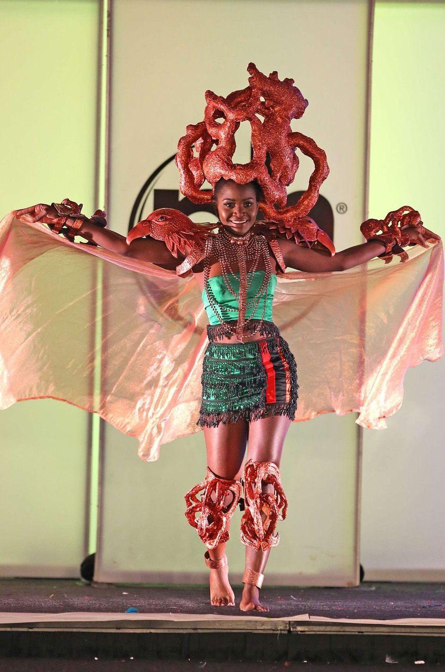 Isabel Chikoti, Miss Zambie,en costume national pour le concours Miss Univers, le 18 novembre 2017 à Las Vegas.