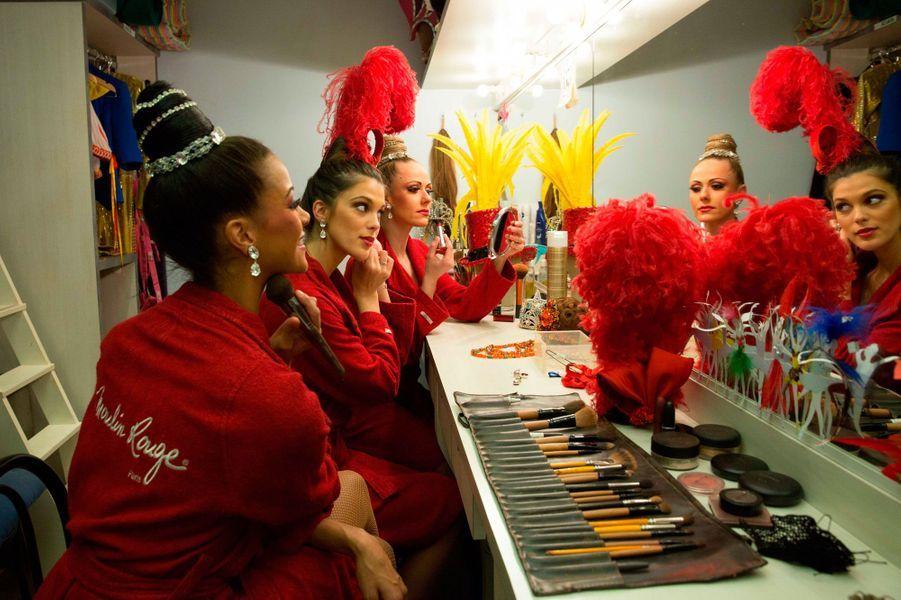 Miss Univers 2017 : Iris Mittenaere essaie ses tenues au Moulin Rouge