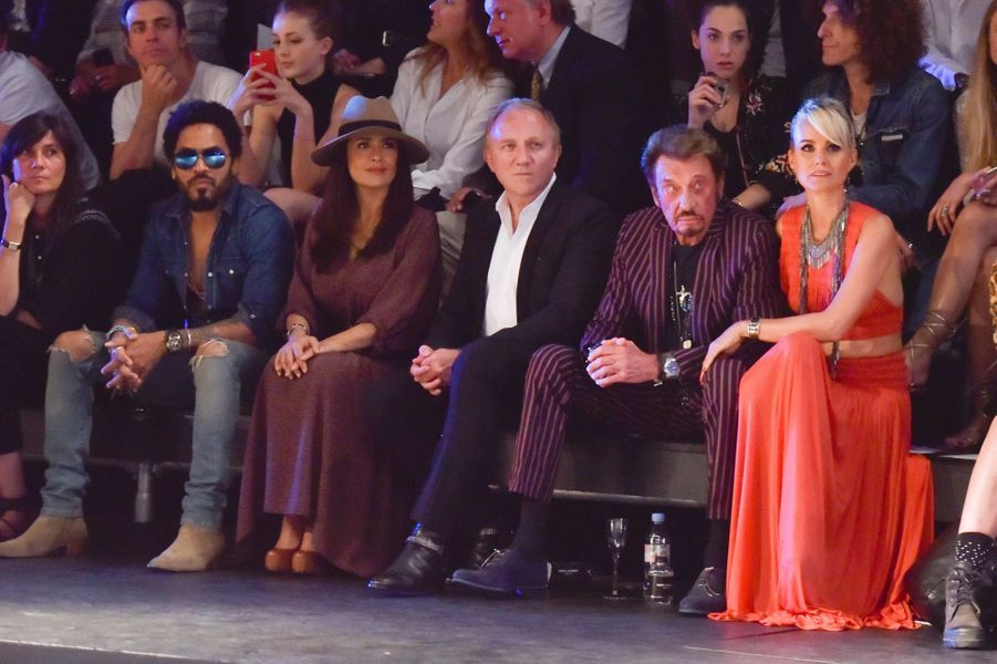 Lenny Kravitz, Salma Hayek, François-Henri Pinault, Johnny et Laeticia Hallyday au défilé Saint Laurent à Paris