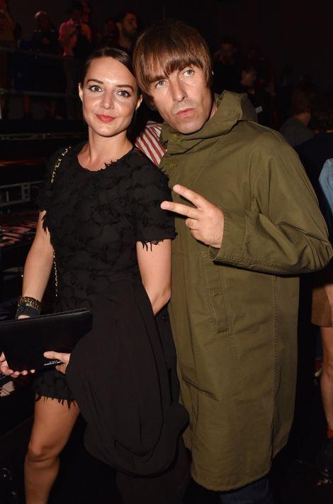 Liam Gallagher et sa compagne Debbie au défilé Saint Laurent à Paris