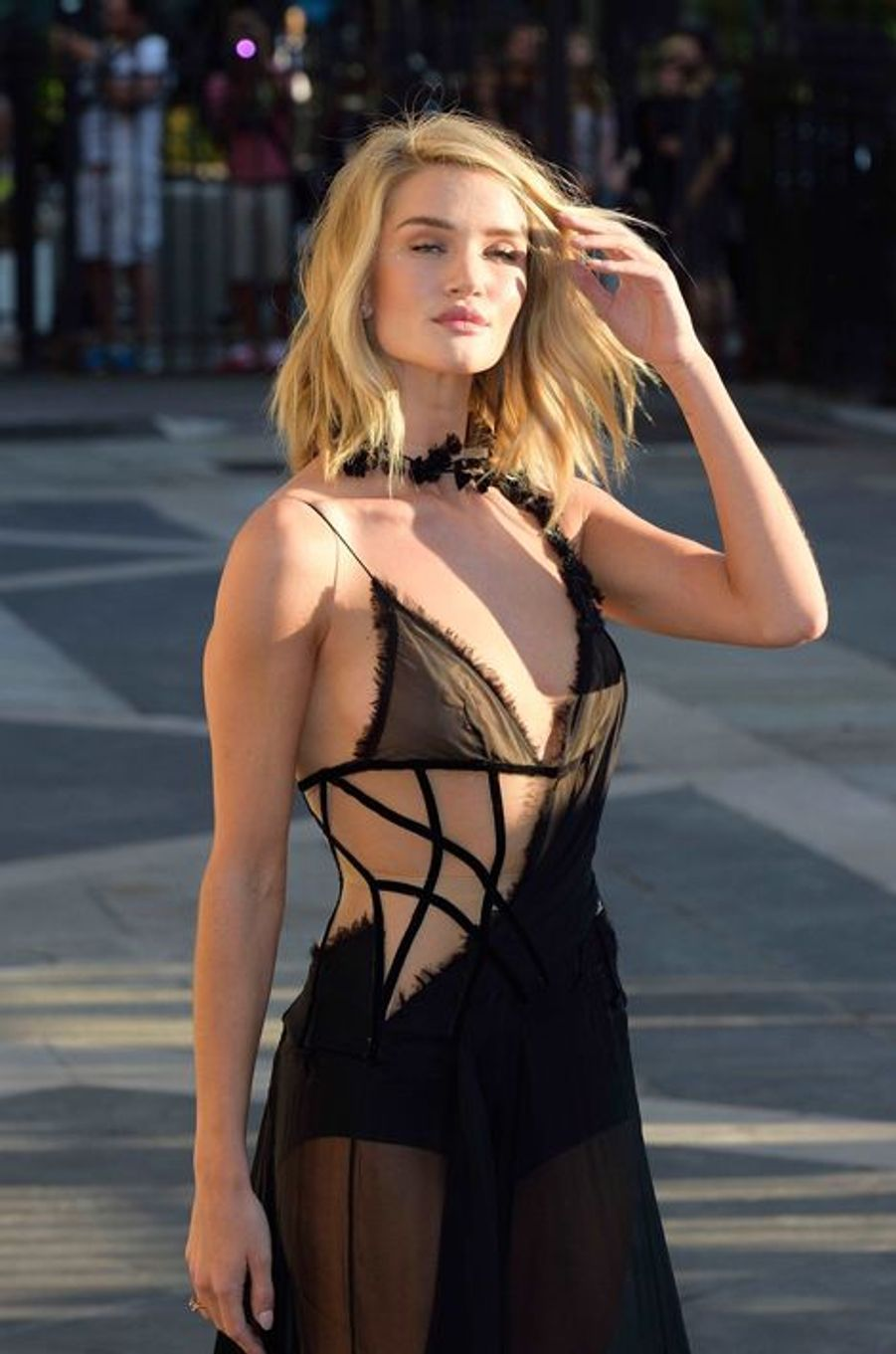 Rosie Huntington-Whiteley à Paris le 5 juillet 2015