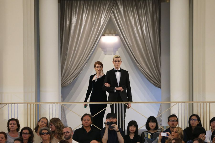 Julianne Moore au défilé Chanel