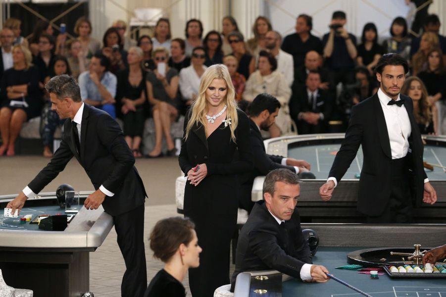 Lara Stone au défilé Chanel